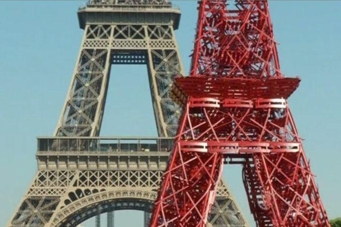 В Париже создали копию Эйфелевой башни из садовых стульев
