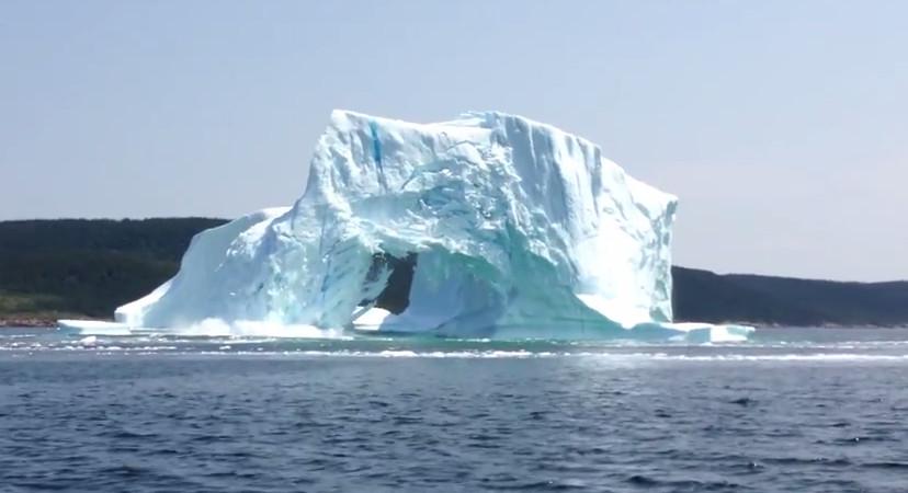 Ужас и красота умирающего айсберга