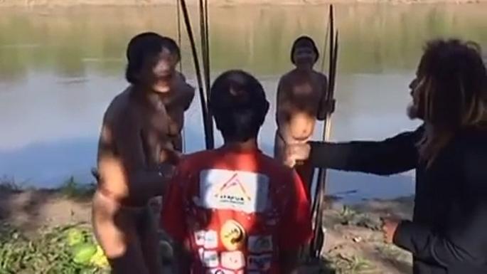 Учёные впервые смогли пообщались с изолированным племенем индейцев Амазонки