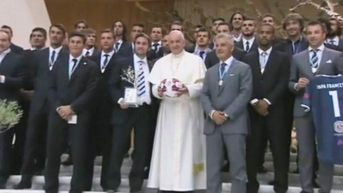 Команда папы римского проиграла в благотворительном «Матче за мир»