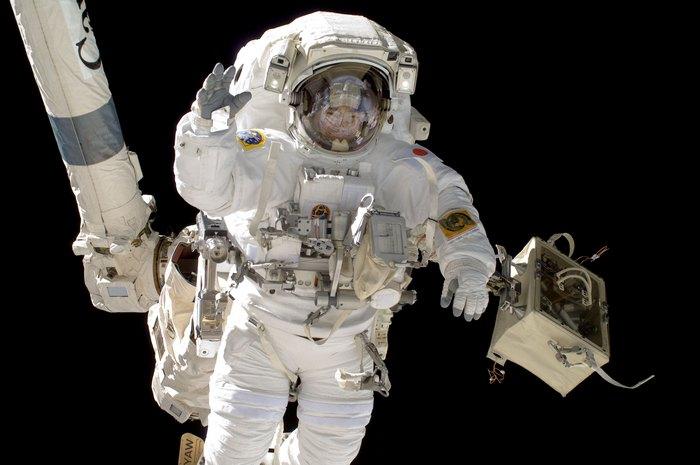 Астронавты НАСА в открытом космосе