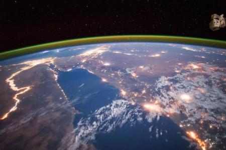 Земля космонавты
