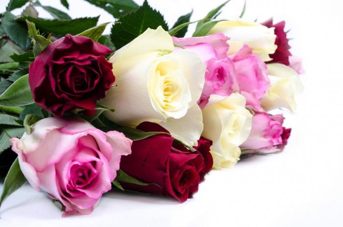 Красивые открытки с букетами роз красивой женщине