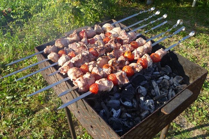 пожарить шашлык