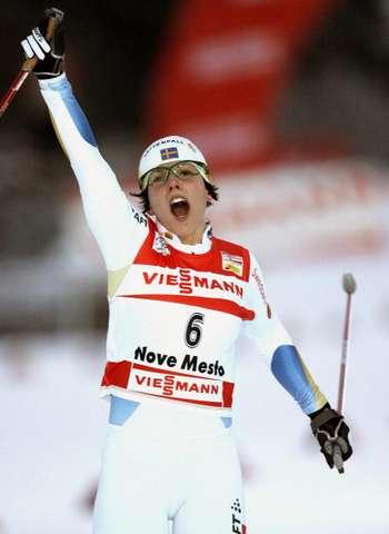 """126 vas snowwom 8010112 - Фотообзор:  Шарлотта Калла пришла первая в лыжном соревновании """"Тур де ски"""""""