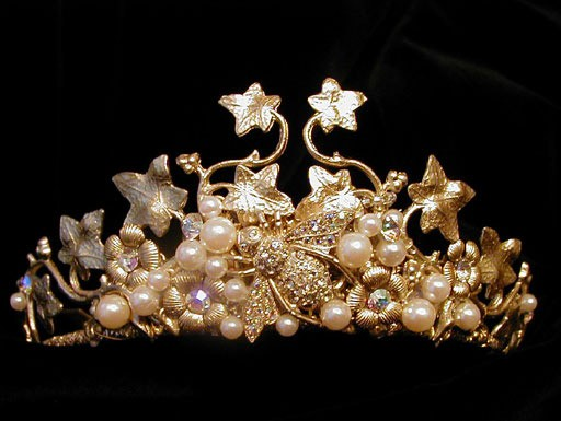 Корона - великолепное романтическое украшение для невесты