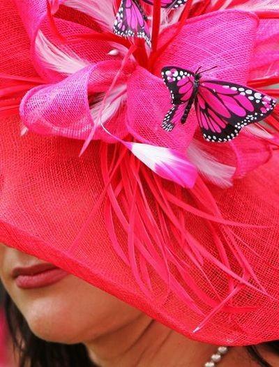 Самые удивительные шляпки на фестивале Дерби в Лондоне