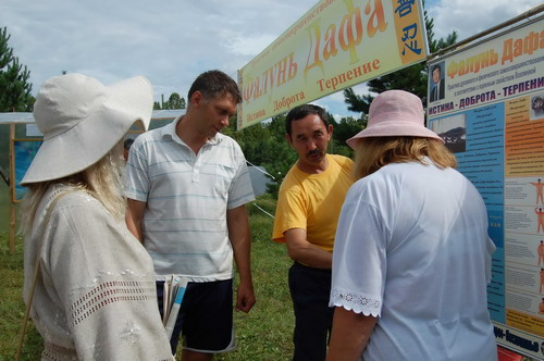 В Красноярском крае с успехом прошла выставка картин последователей Фалунь Дафа
