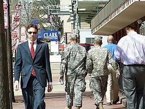 115 2008 4 17 11pedestrians copy - Прогулка по Вашингтону