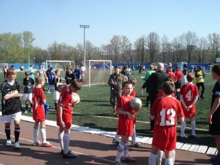 105 030506 - Афганский футбол по случаю праздника Победы прошел в Петровском округе