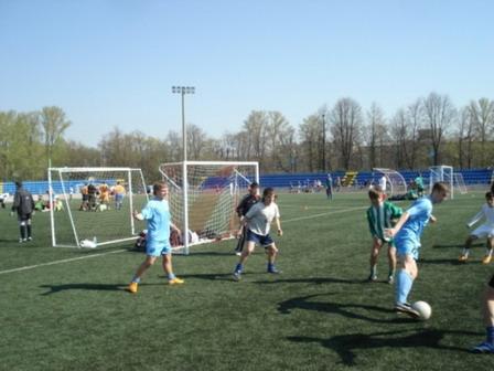 105 030508 - Афганский футбол по случаю праздника Победы прошел в Петровском округе