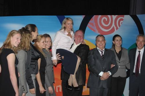 Лужков танцевал с олимпийцами в Лужниках