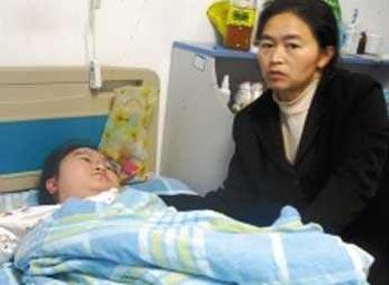 В Китае девочка смеется по нескольку часов кряду
