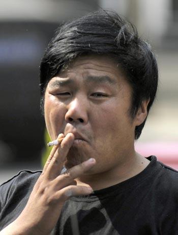 75 kyrit - Для поддержания экономики китайским чиновникам приказано курить