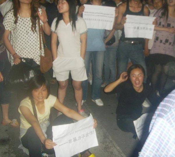 Более тысячи студентов на востоке Китая протестует против бесчинств  городских контролёров