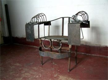 Бывший узник рассказал о пытке на железном стуле, которую он пережил в заключении в Китае