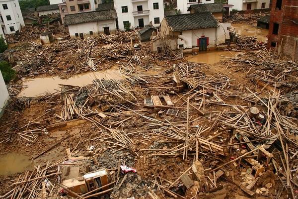 Сильные наводнения продолжаются на юге Китая. Эвакуированы сотни тысяч человек
