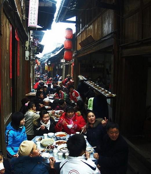 Фотообзор: Праздничный обед в «древнем посёлке» провинции Гуандун