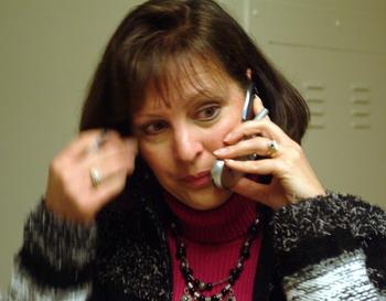 Переговоры по мобильнику разрушают суставы