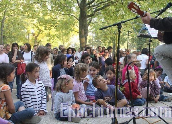 0210 E  014 - Фотообзор: Музыка детей завораживает