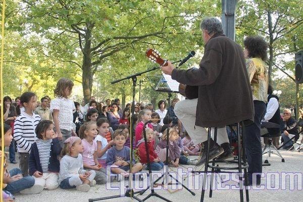 0210 E  015 - Фотообзор: Музыка детей завораживает