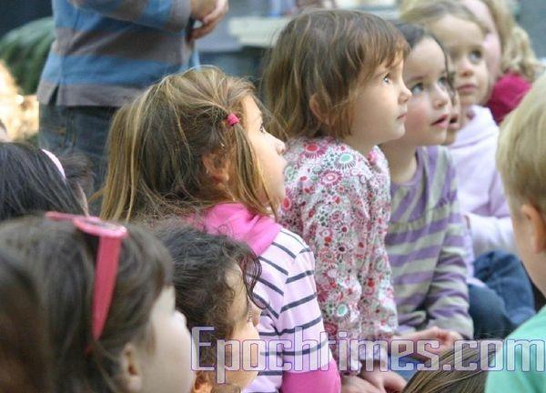 0210 E  018 - Фотообзор: Музыка детей завораживает