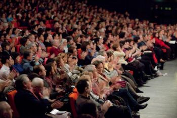 102 Audience - «Божественное искусство» способно унести человека в иной мир