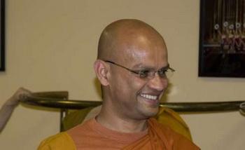 139 26 05 09 monach 01 - Монахи буддистского храма наслаждаются выступлением Shen Yun