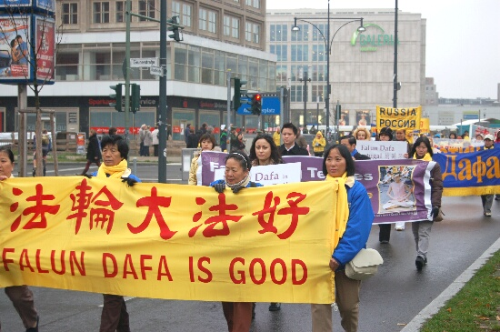 В Берлине собрались последователи Фалуньгун из 30 стран