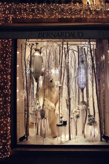 115 28 - Как жители европейских городов украшают здания к зимним праздникам