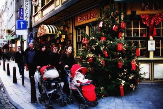 115 29 - Как жители европейских городов украшают здания к зимним праздникам