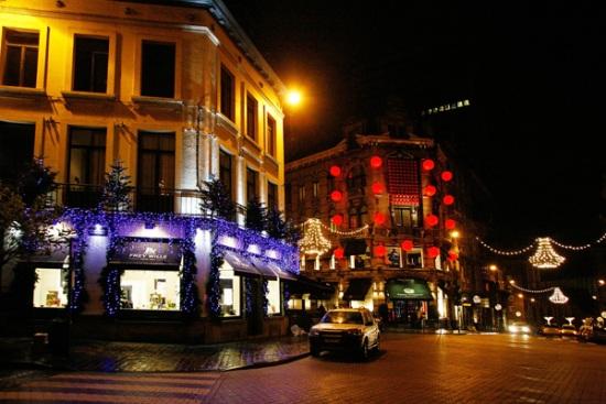 115 51011 - Как жители европейских городов украшают здания к зимним праздникам