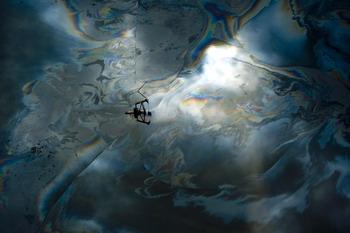 102 82814234 - Разлив нефти произошел на Волге