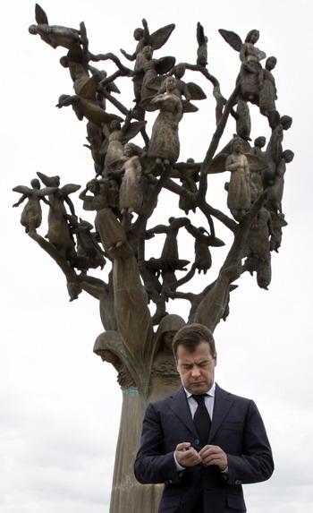 """102 89707239 - Охранник Медведева предложил матерям Беслана """"нанять киллера"""", а не бегать за президентом"""