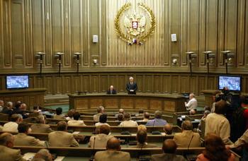 Россияням будут списывать долги через суд