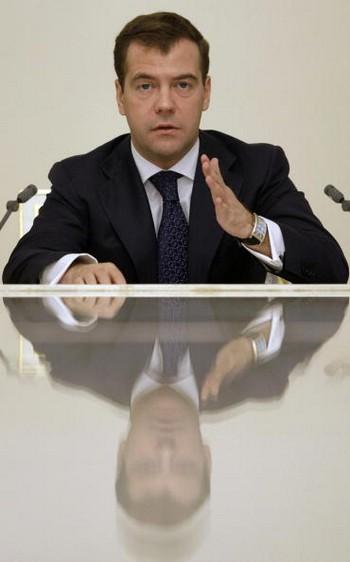 """Наказ президента Медведева """"наращивать военную составляющую""""  претворяется в жизнь"""