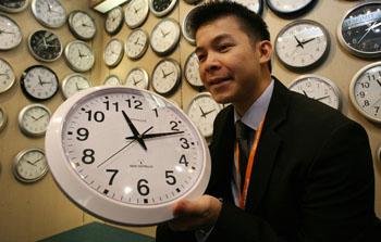 Сегодня Россия cнова перевела стрелки часов