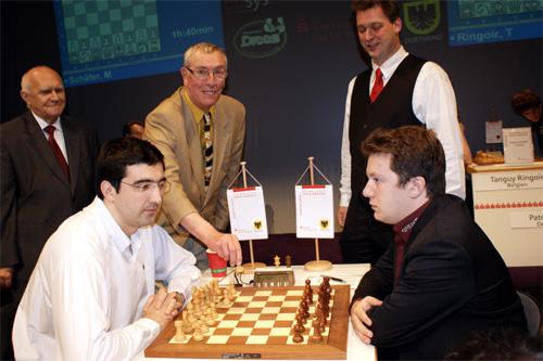 115 kramnik naiditsch - Шахматист Крамник с очередной победой попал в книгу Гиннесса