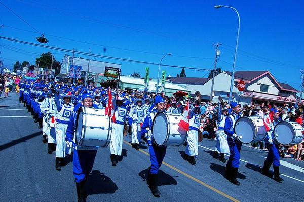 0407 Kanada2 - Фотообзор: Последователи Фалуньгун Канады приняли участие в главном государственном празднике страны