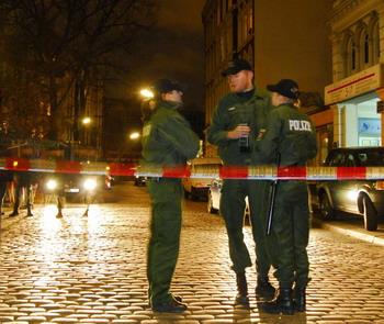 102 72777998 - Гамбург: в ходе уличных беспорядков ранено 27 полицейских