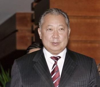 ЦИК Киргизии объявила выборы президента страны состоявшимися. Оппозиция протестует