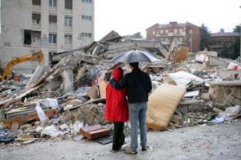 Число жертв землетрясения в Италии достигло 179 человек