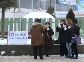 115 20090111 kasha8 - В Минске милиция отобрала у оппозиционеров кашу, чтобы накормить солдат ВВ