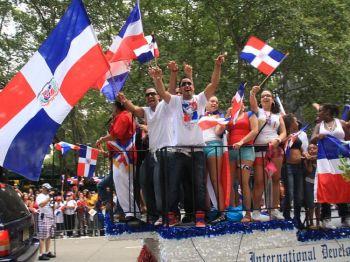 Кандидат в мэры Нью-Йорка миллиардер Блумберг идет в народ