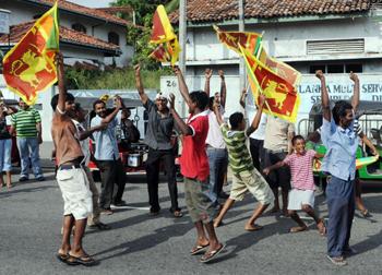 """Президент Шри-Ланки объявил о победе над """"тамильскими тиграми"""". Мятежники отрицают, что их лидер убит"""