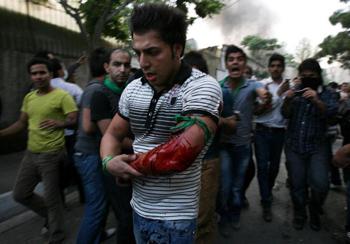 В Тегеране по митингующей оппозиции был открыт огонь