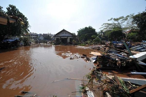 150 903270444211459 - В Индонезии увеличилось количество жертв в результате прорыва дамбы