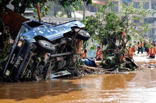 150 903270444291459 - В Индонезии увеличилось количество жертв в результате прорыва дамбы