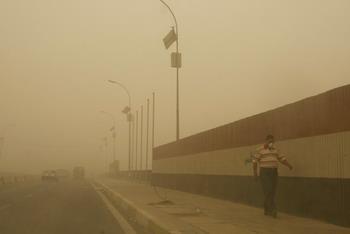 155 28 06 09 416 - Ирак: Багдад исчез во мгле из-за песчаной бури