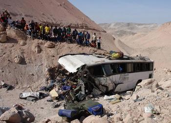156 01 06 09 bus - В Перу автобус упал в пропасть,  погибли 23 человека